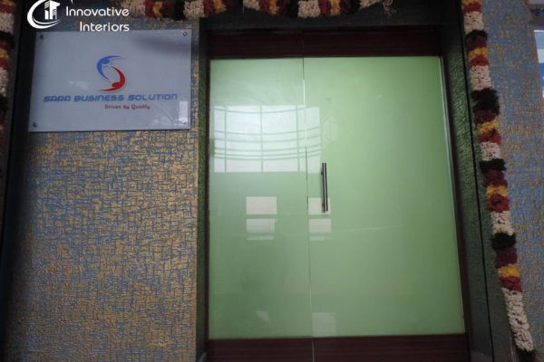 entrance-glass-partition-with-texture-paintFC16FEFE-D45E-2329-287D-8CD70EDC8ECD.jpg