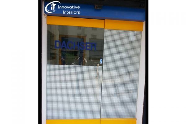 front-glass-partition303E7647-B103-B3FA-C434-60A5EE519FA3.jpg
